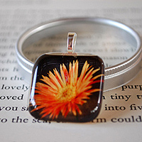 Coming Up Daisies Glass Tile Pendant